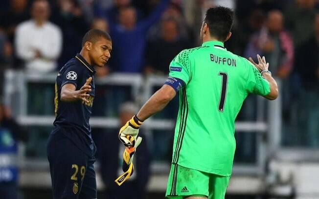 Buffon e Mbappé se enfrentaram durante a semifinal da Liga dos Campeões de 2017