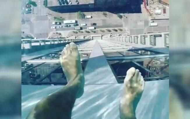 A piscina fica no 42º andar do prédio a mais de 150 metros de altura