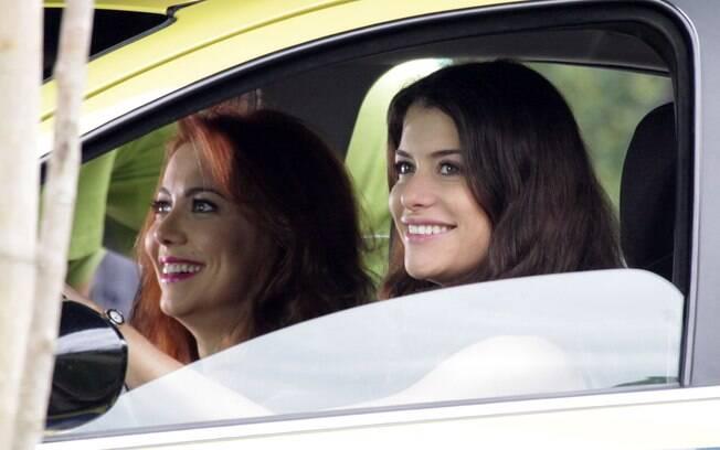Alinne Moraes interpreta uma motorista de táxi em