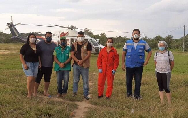 Equipe médica em Santo Antônio do Içá para monitorar indígenas após confirmação de casos de covid-19, no fim de março