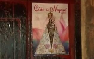 Cartaz com imagem da Virgem de Nazaré fica intacto mesmo após incêndio em Belém
