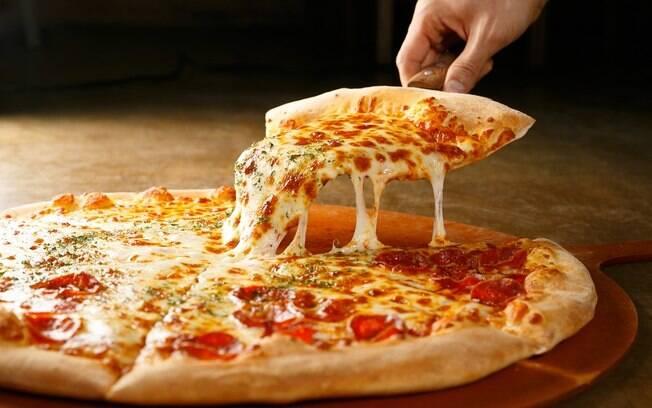 O Dia Internacional da Pizza é comemorado em 10 de julho. Aproveite a data para aprender a fazer