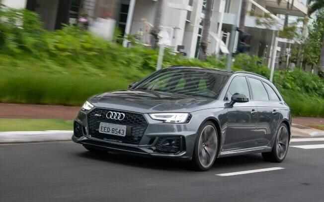 Audi RS4 Avant da nova geração abandonou o superlativo motor V8, e agora demonstra mais civilidade