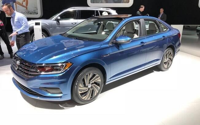 Volkswagen Jetta 2019: porte de sedã grande, apostando também na queda do teto que proporciona aparência de cupê