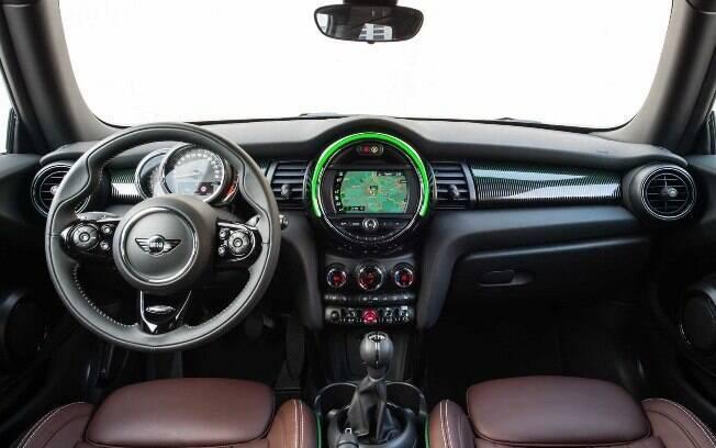 Mini Cooper comemorativo tem uma pitada a mais dos atributos que fazem o hatch ser tão lembrado por sua personalidade