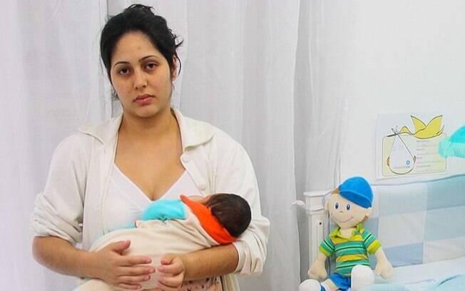 Mônica percebeu que havia sofrido de depressão pós-parto 10 anos depois de ter seu primeiro filho
