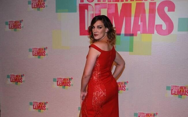 Adriana Birolli dispensa lingerie na festa de lançamento da novela 2226dd8c5e