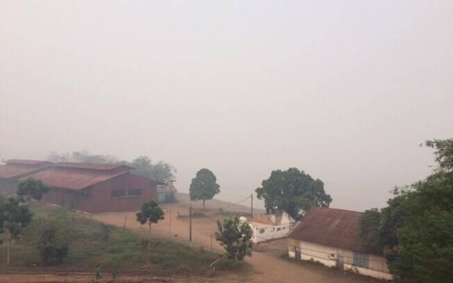 Forte fumaça atinge a região de Porto Velho (RO), causada por um incêndio na Reserva Ambiental Margarida Alves