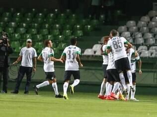 Vitória contundente do Coxa dá a esperança de um segundo turno diferente