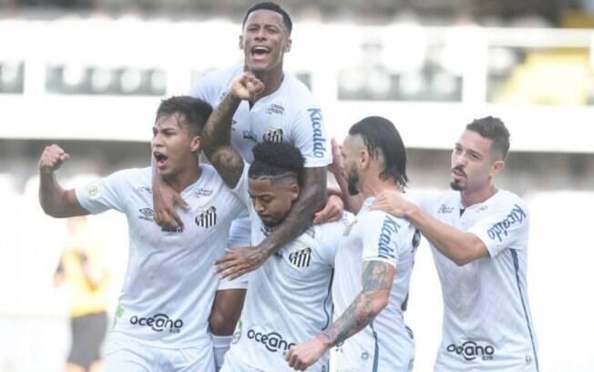 Marinho marca dois, e Santos bate o Grêmio na Vila Belmiro