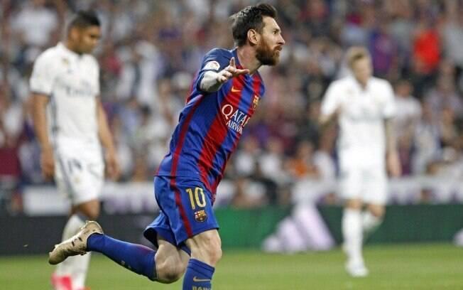 Messi comemora um de seus gols pelo Barcelona contra o Real Madrid