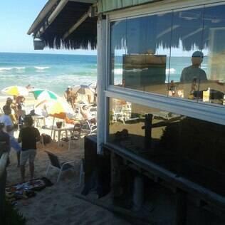Bar do Deca - Localizado na praia que é ponto de encontro da comunidade LGBT da cidade, o bar é a melhor opção para quem quer aproveitar o cenário   paradisíaco de Floripa