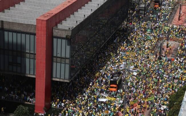 Manifestação contra o governo Dilma enche a Avenida Paulista, em São Paulo