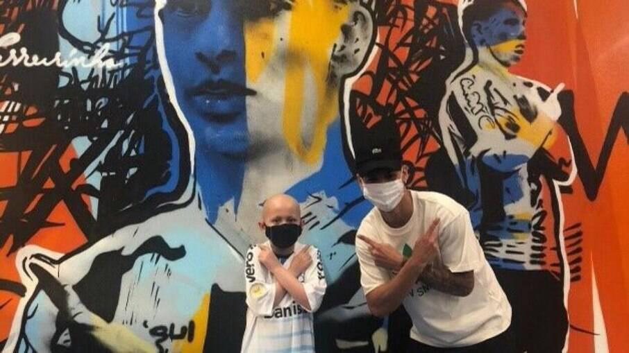 Ferreirinha faz surpresa para o jovem Mateu, 9, que luta contra a leucemia
