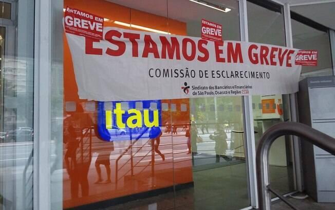 Bancários realizam greve em protesto ao projeto de reforma da Previdência