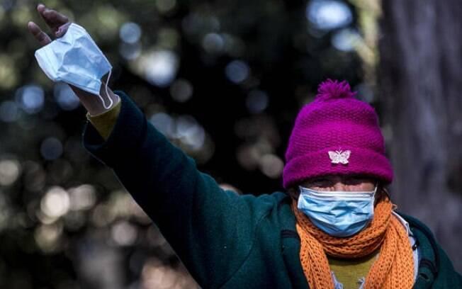 Áustria reabrirá pequenas lojas, mas uso de máscaras será obrigatório