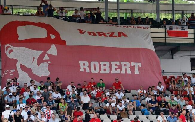 Torcedores mandam mensagem de apoio a Robert Kubica