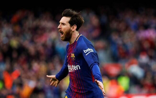 Lionel Messi corre para comemorar o gol de número 600 na carreira