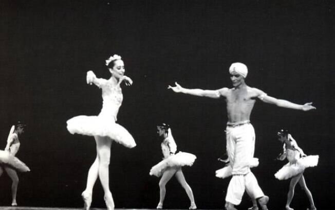 O ex-bailarino Jair Moraes dançando com Ana Botafogo