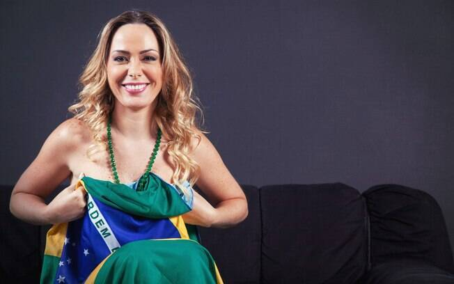 Ela teve até que contratar o assessor de imprensa Cacau Oliver, o mesmo da ex-vice miss bumbum Andreza Urach