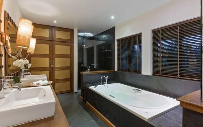 Na Tailândia, o visitante  encontra uma casa com banheiro de luxo e valor mais acessível que os outros destinos
