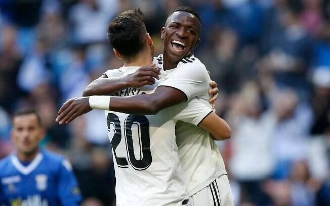 Vinicius Junior comemora seu primeiro gol com a camisa do time profissional do Real Madrid