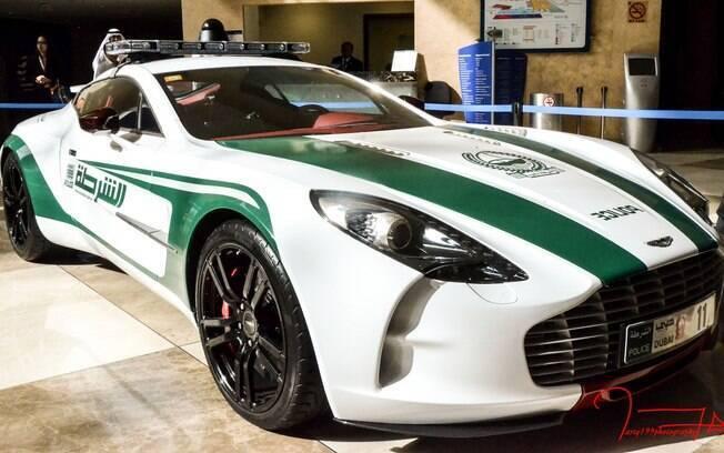 Super Carros da Polícia - Aston Martin ONE-77