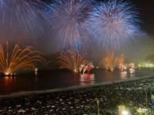 Queima de fogos no Rio: quando o assunto é festa de Ano novo, Brasil lidera a preferência