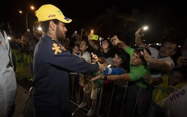 Neymar foi muito bem recebido por torcedores em Brasília