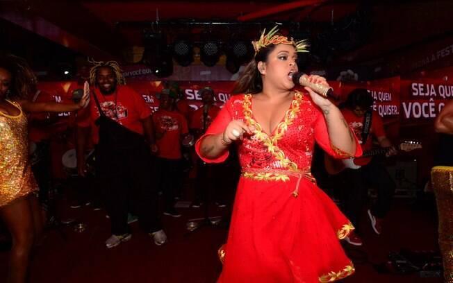 Preta Gil agita camarote Brahma no segundo dia de desfiles na Sapucaí