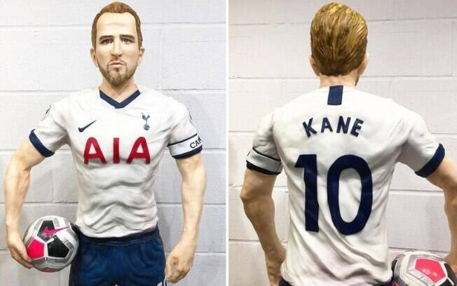 Bolo gigante do atacante Harry Kane, do Tottenham
