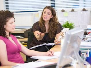Escritório: ambiente de trabalho exige atenção dobrada na exposição de opiniões