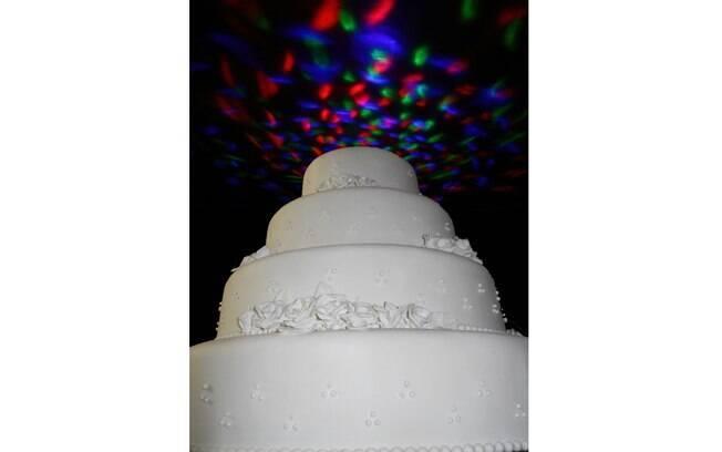 Bolo cenográfico Discoteca, que, com luzes Led ilumina o teto da festa. Da Bolos de Aluguel