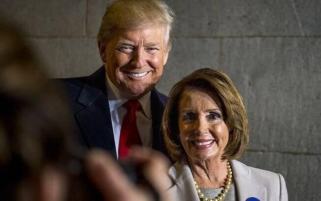 Pilosi é líder da bancada democrata na Câmara dos Deputados dos EUA e diz ser contra o impeachment de Trump
