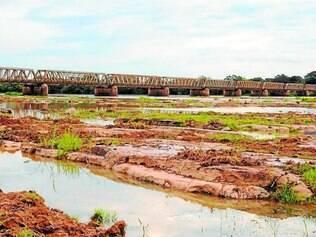 Vazio. Rio São Francisco, em Pirapora, está com pouca água por causa da falta de chuva neste ano