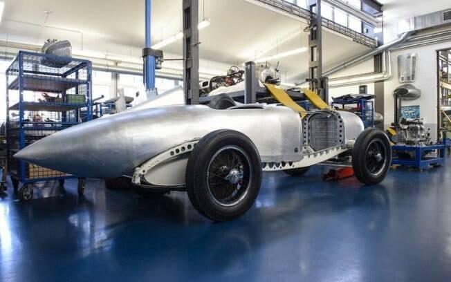 Setor de clássicos da Mercedes-Benz recria o emblemático Flecha de Prata