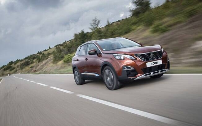 A Peugeot oferece R$ 7 mi de bônus para quem comprar o SUV 3008 novo durante a crise causada pela pandemia