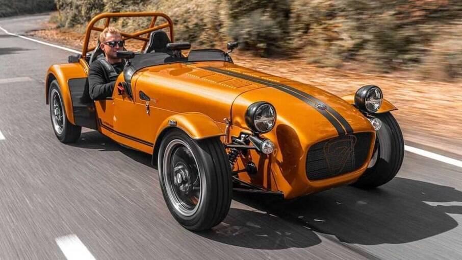 Caterham Seven 170 é um tradicional roadster inglês que é vendido até hoje com chassi tubular. Faz de 0 a 100 km/h em 6,9 s