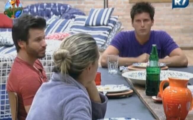 Peões comentam as regras do programa no almoço