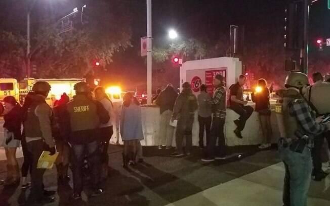 Tiroteio deixa pelo menos 12 pessoas mortas na Califórnia; motivação para o ataque ainda segue sendo desconhecida