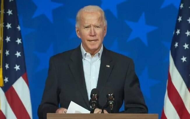Joe Biden passou a ganhar mais votos conforme os votos pelo correio eram apurados