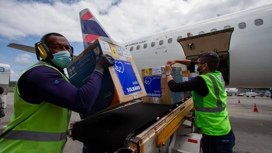 Registro da chegada das vacinas em Pernambuco