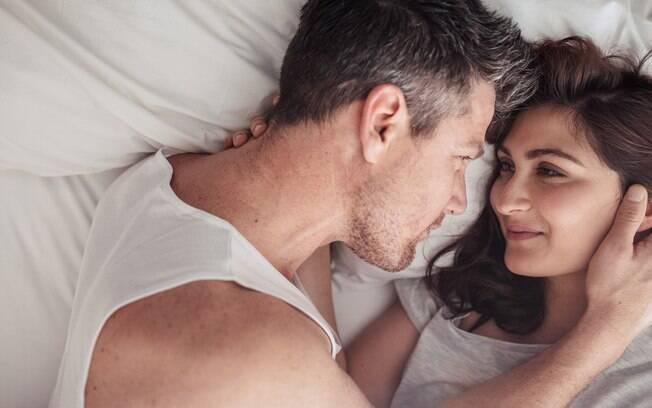 Psicanalista sugere investir nas preliminares para voltar o interesse sexual e a intimidade do casal