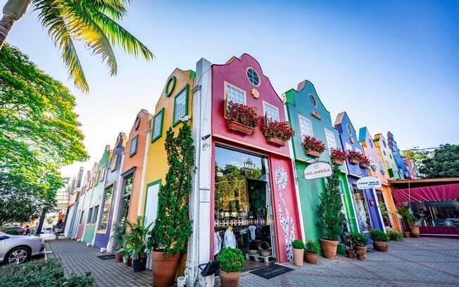 Esquina do Boulevard Holandês com suas casas coloridas em estilo holandês