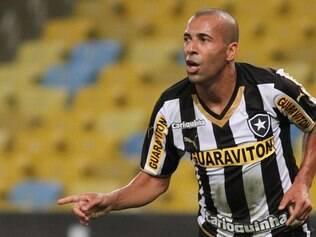 Jogador do Botafogo foi expulso e logo em seguida se dirigiu a um cinegrafista e xingou a CBF