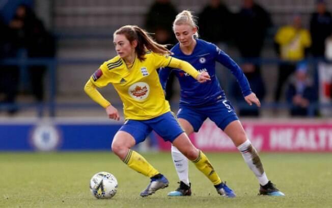 A meio campista do time feminino do Birmingham, Chloe Arthur (de amarelo), é uma das adeptas da dieta vegana