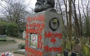 Túmulo do filósofo Kalr Marx é alvo de vandalismo em Londres
