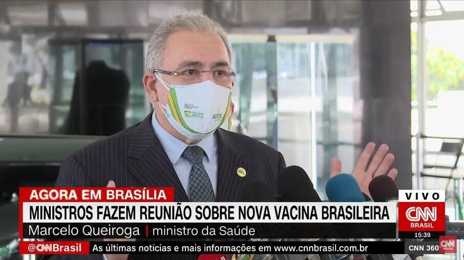 Ministro Marcelo Queiroga usou duas máscaras durante entrevista coletiva