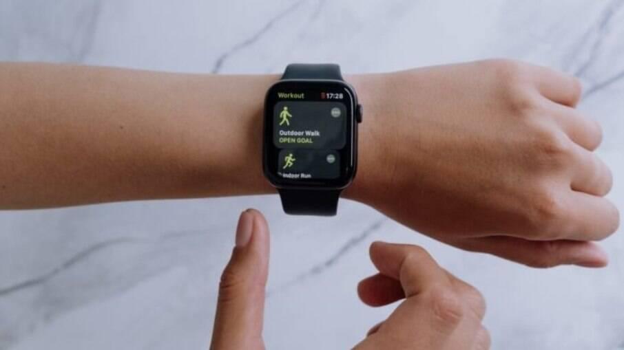 Um Apple watch que custa cerca de R$ 1,5 mil tem valor inicial no leilão de R$ 300.