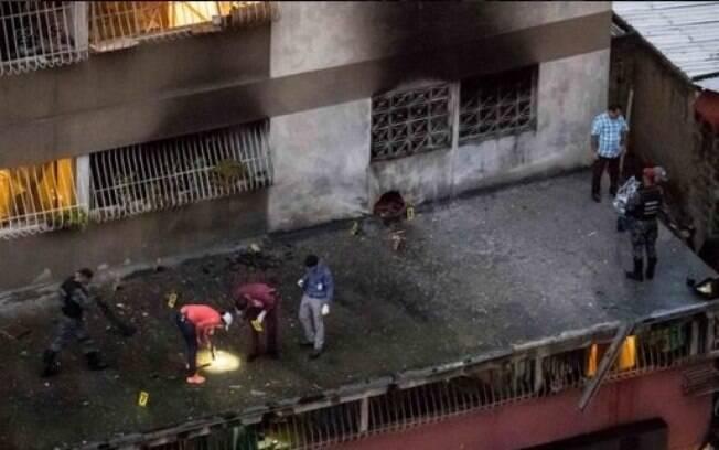 Alguns bombeiros teriam desmentido governo à Associated Press, dizendo ter ocorrido explosão dentro de apartamento